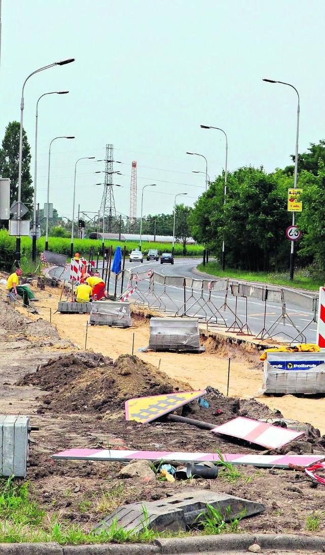 Wczoraj prace na skrzyżowaniu trwały i... były widoczne dla mieszkańców.