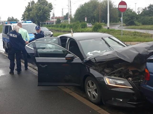 Ten kierowca miał kolizję, po czym zaczął uciekać i spowodował wypadek. Był bardzo pijany. Nie ma dnia, aby policja nie zatrzymywała pijaków.