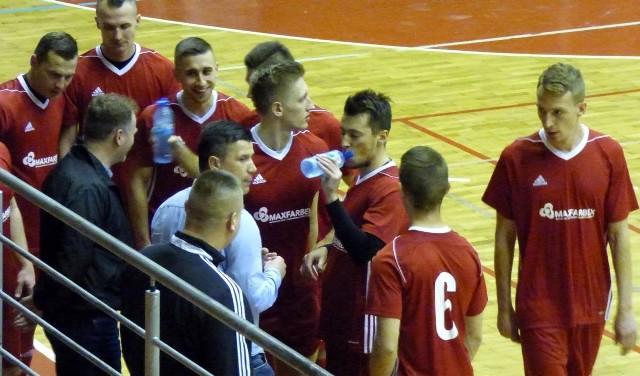 Piłkarze Maxfarbeksu Busko-Zdrój wygrali trzeci z rzędu mecz w drugiej lidze futsalu.