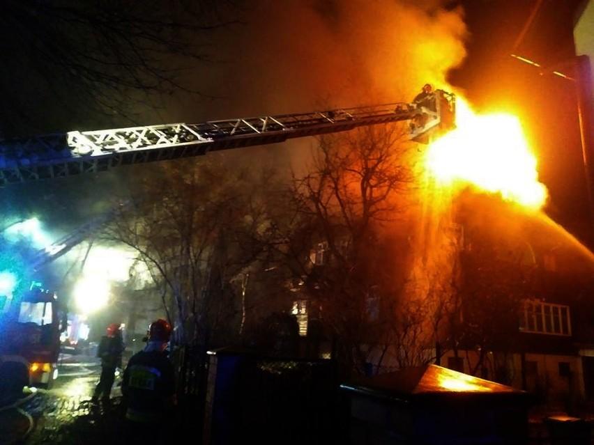 Pożar przy ulicy Chopina we Wrocławiu. W nocy z 21 na 22 listopada 2018 roku spłonęła zabytkowa willa.