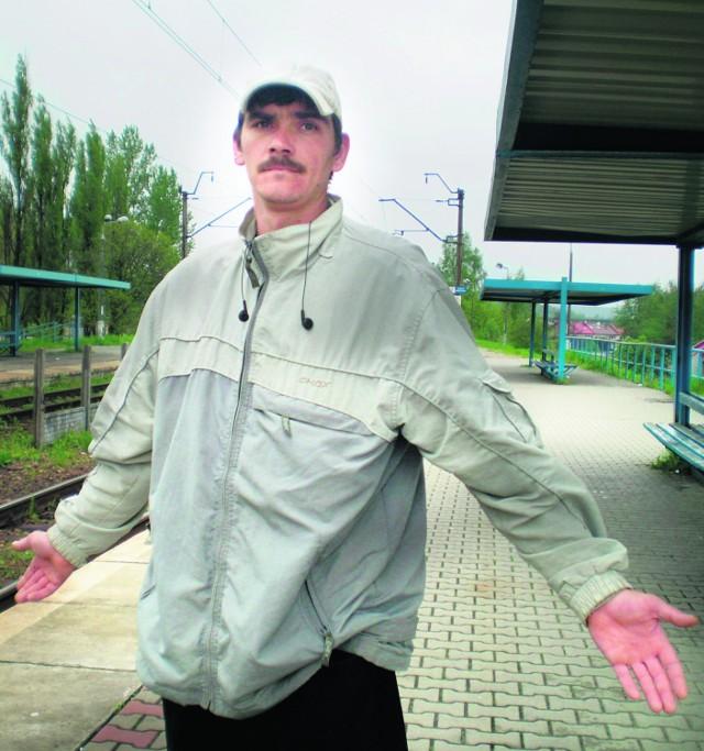 Michał z Krzeszowic na próżno czekał na swój pociąg z Trzebini do Częstochowy. Będzie musiał czekać na kolejny