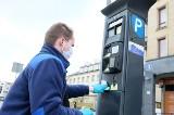 Białystok dezynfekuje parkomaty w ochronie przed koronawirusem. Płatne parkowanie najlepiej przez mobiParking (zdjęcia)