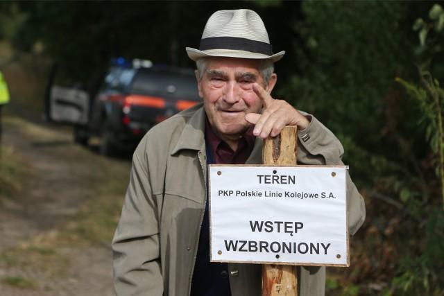 Tadeusz Słowikowski przez 50 lat zbierał dokumenty i relacje świadków na temat pociągu. Teraz formalnie nie ma prawa do nagrody, bo to nie on oficjalnie zgłosił odnalezienie zabytku