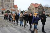 Maturzyści z Rudy Śląskiej po raz 6. zatańczyli poloneza na placu Jana Pawła II. To już element tradycji miasta. Zobaczcie zdjęcia