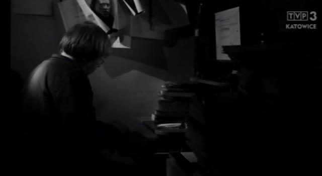 """Kadr z filmu """"Wiersz jest drogą"""" Dagmary Drzazgi przybliżającego sylwetkę poety Macieja Meleckiego."""