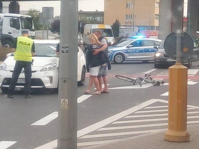 Białystok. Wypadek na skrzyżowaniu Andersa z Bitwy Białostockiej. Potrącony rowerzysta trafił do szpitala