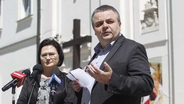 Aktywiści katoliccy protestowali na ul. 3 Maja w Rzeszowie przeciwko ingerencji państwa w praktyki religijne