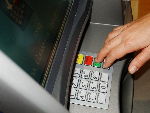Większość z działających w Polsce banków uznała, że nie warto Euro 2012 sobie, ani klientom, zawracać głowy