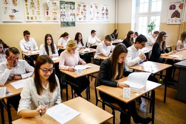 Dzisiaj maturzyści piszą próbną maturę z języka obcego.