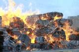 Knapy. Potężny pożar w składzie makulatury! [WIDEO, ZDJĘCIA]