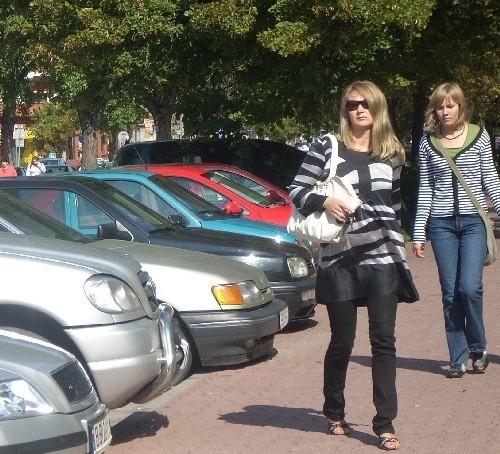 Przyblokowe parkingi są bez przerwy zajęte