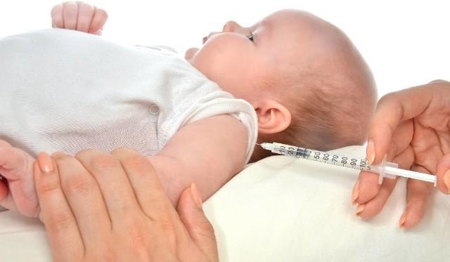 Szczepionka przeciwko rotawirusom w przeciwieństwie do innych szczepionek podawana jest w formie płynu, doustnie, a nie w zastrzyku.