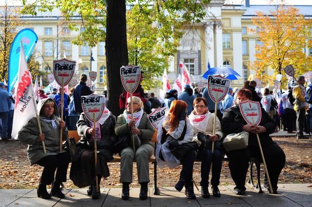 Na kilka dni przed Dniem Edukacji Narodowej nauczyciele wyjdą na ulicę. Nie pierwszy raz. Rok temu, 14 października, zamiast świętować Dzień Nauczyciela też walczyli o zmiany w polskiej oświecie