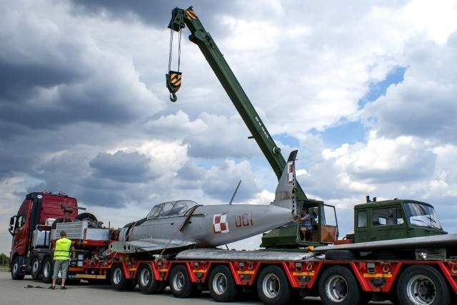 Pomnik samolotu TS – 8 Bies przechodzi obecnie remont w Wojskowych Zakładach Lotniczych nr 1 w Łodzi