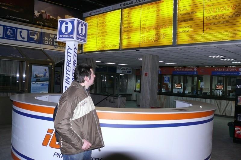 Andrzej Bednarczuk, który planował wyjazd do Zamościa, na próżno szukał aktualnej informacji o zmienionych godzinach odjazdów.