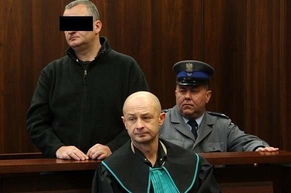 Piotr S. przed sądem. Zdjęcie z listopada 2011.