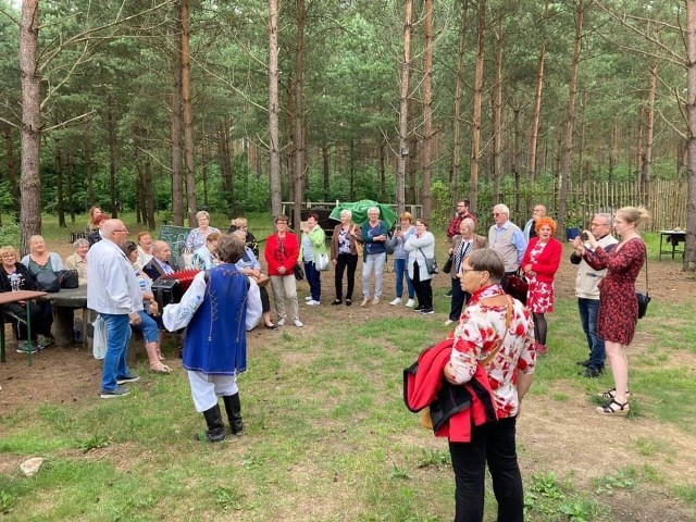 W sobotę w Kijewie Królewskim można wybrać się na potańcówkę z muzyką dla starszego i młodszego pokolenia. Na zdjęciu: niedawno kijewscy seniorzy bawili się w Wiosce Górniczej w Borach Tucholskich
