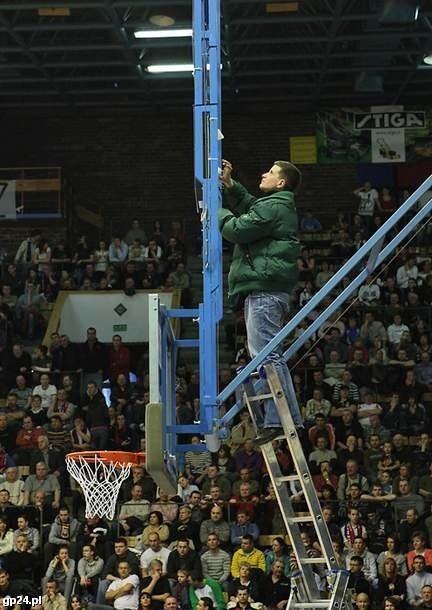 Awaria tablicy w czasie meczu Czarni Słupsk - Bank BPS Basket Kwidzyn.
