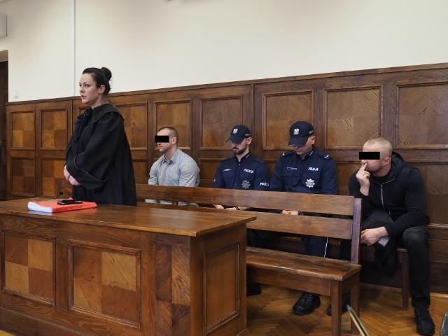 Oszuści z Łodzi przed sądem. Okradali starszych jako policjanci. Teraz muszą oddać im pieniądze