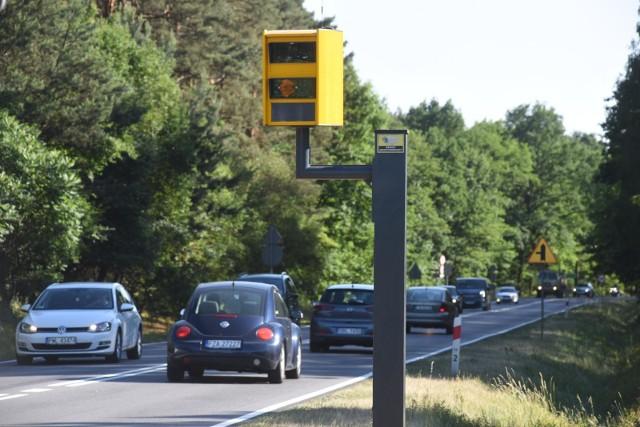 Twórcy aplikacji Yanosik przygotowali raport na temat ilości fotoradarów w Polsce na 100 km dróg krajowych w danym województwie. Gdzie zatem fotoradarów jest najwięcej? Sprawdźcie!Zobaczcie, gdzie jest obecnie najwięcej fotoradarów na kolejnych slajdach ---->