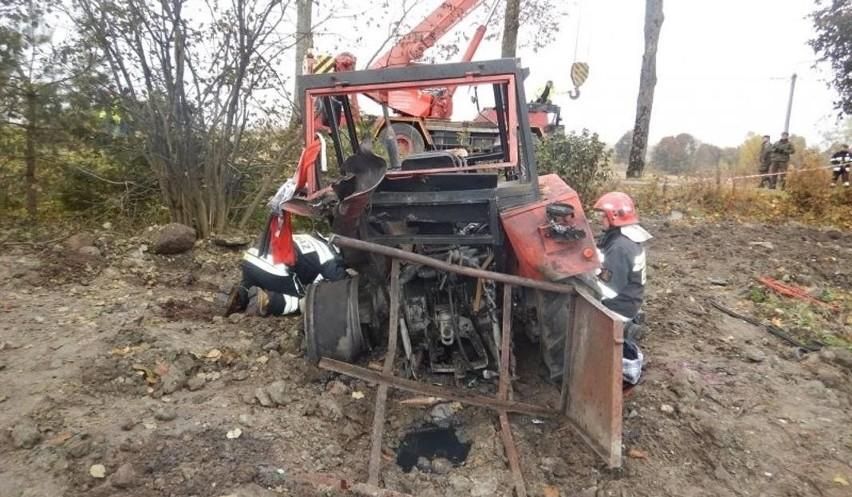 W październiku 2015 w miejscowości Piękne Łąki traktorzysta wykonując prace przy niwelacji gruntu wokół stawu najprawdopodobniej najechał na niewybuch z czasów II wojny światowej, w wyniku czego doszło do detonacji. 61-letni poszkodowany z licznymi obrażeniami ciała zabrany został do szpitala w Ełku. Niestety, w nocy zmarł.