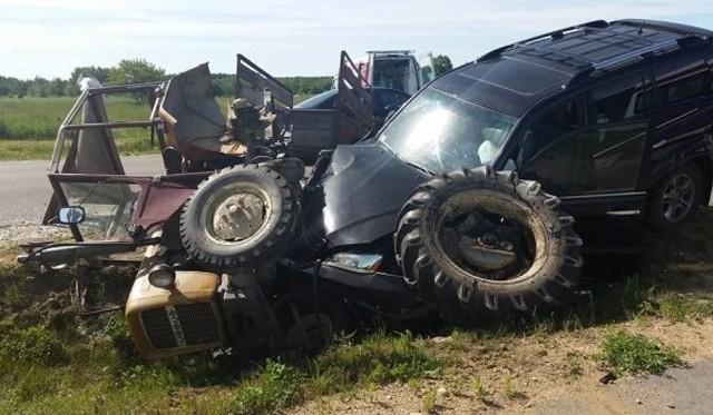 W czerwcu 2016  Włodzimierz Cimoszewicz na trasie Hajnówka-Kleszczele w okolicach Dubicz Cerkiewnych zderzył się z ciągnikiem rolniczym. Kierujący Ursusem 80-letni mężczyzna nie zasygnalizował skrętu w lewo i zatarasował drogę lexusowi. Po zderzeniu 80-letni kierujący traktorem i jego 73-letnia żona z obrażeniami trafili do szpitala. Na badania kontrolne trafił również Włodzimierz Cimoszewicz.