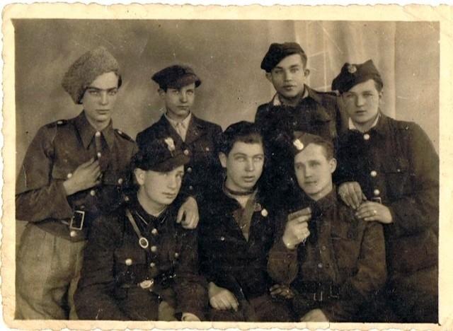 Jan Jodzis po prawej w dolnym rzędzie
