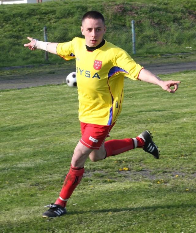 Paweł Lepak zdobył dwa gole dla Polonii Nysa i przyczynił się do niespodziewanego wyeliminowania przez swój zespół reprezentanta III ligi.