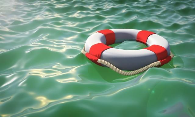 Mężczyzna zniknął pod wodą.