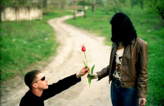 Dzień Kobiet 2018. Tradycyjnie 8 marca świętujemy Dzień Kobiet. Jest to świetna okazja do sprawienia przyjemności ukochanym kobieto - tym starszym i tym młodszym. Jaki prezent na Dzień Kobiet sprawi im prawdziwą radość, rozbawi lub stworzy niepowtarzalną, romantyczną atmosferę? Pomysł na prezent na Dzień Kobiet - podpowiadamy!