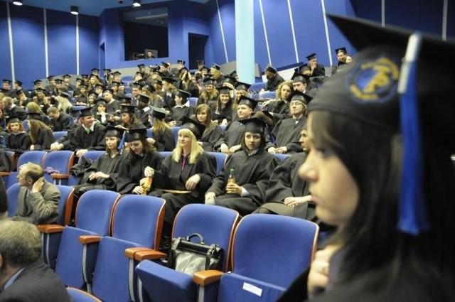 Studenci szukają dobrych kwaterAneta Mirosz, rzecznik rektora Uniwersytetu w Radomiu: - W tym roku oferujemy blisko 800 miejsc w trzech akademikach. Są w nich pokoje jedno-, dwu-, trzyosobowe.