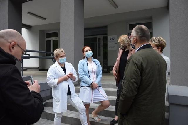 Położne z Kraśnika i radny powiatowy Jarosław Czerw spotkali się z dziennikarzami we wtorek rano