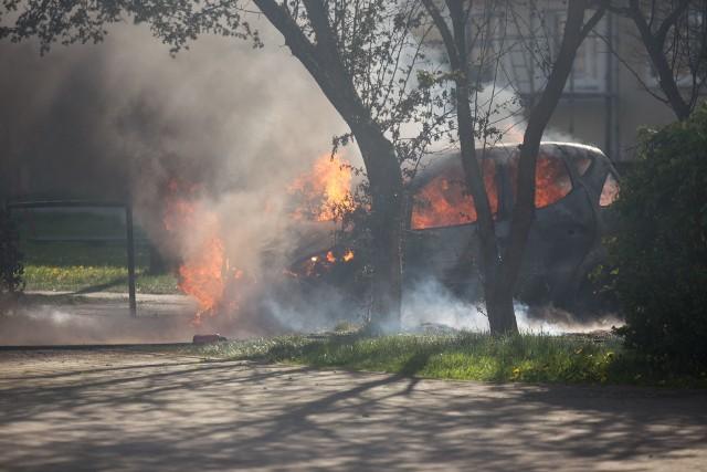 W sobotę (9 maja) spłonął samochód osobowy zaparkowany przy ulicy Dunikowskiego w Słupsku. Z pożarem auta sprawnie poradzili sobie słupscy strażacy, którzy zostali wezwani na miejsce zdarzenia. Zobacz fotogalerię.