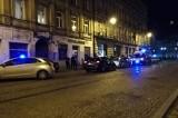 Bijatyka w mieszkaniu w Śródmieściu Łodzi. Interweniowały cztery radiowozy policji i pogotowie