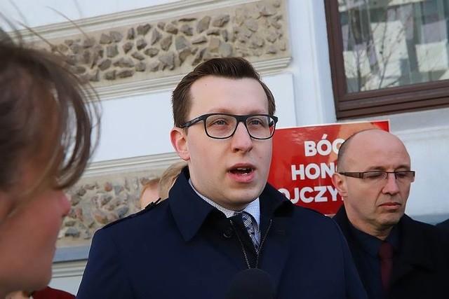 Paweł Adamowicz dla łodzian niczego nie zrobił, nie słyszeliśmy nawet o jakiejś oficjalnej wizycie jako prezydenta Gdańska w Łodzi - stwierdził Tomasz Grabarczyk, rzecznik Konfederacji.