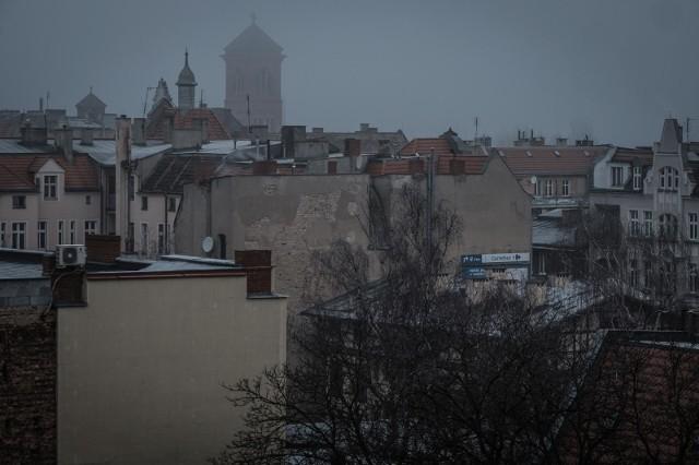 Dopuszczalny poziom w powietrzu najdrobniejszego pyłu zawieszonego PM 2,5 został aż sześciokrotnie przekroczony.