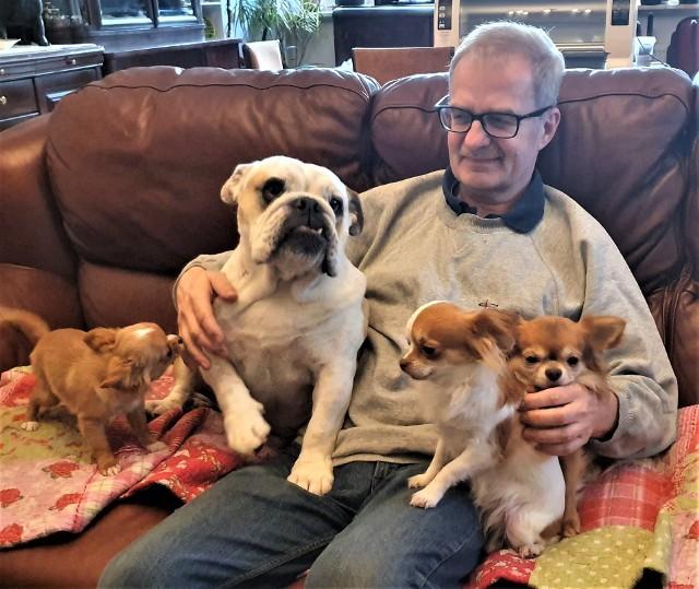 Lech Bąk uważa, podobnie jak jego żona Joanna, że miłość do psa musi być mądra - trzeba wymagać i pozwolić psu być psem.
