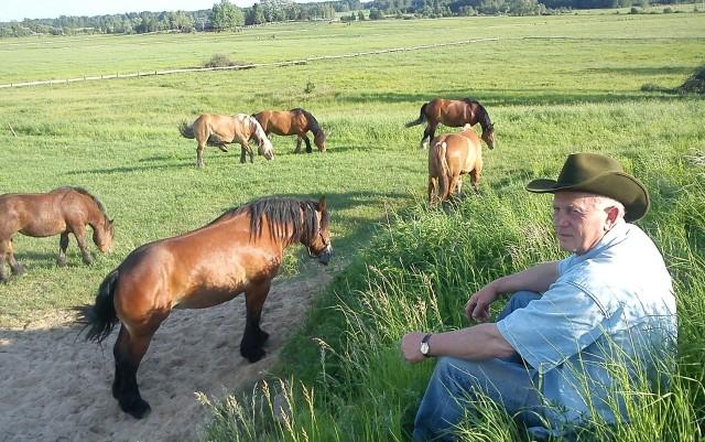 Andrzej Ślepowroński hodowlę koni prowadzi od 1996 roku. Wystawiał konie we Francji, Belgii, Szwecji i wszędzie zgarniał nagrody.
