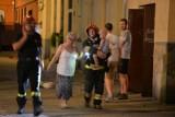 Pożar w kamienicy przy ul. Jaracza. Ktoś podpalił przedmioty zgromadzone na klatce schodowej [zdjęcia]