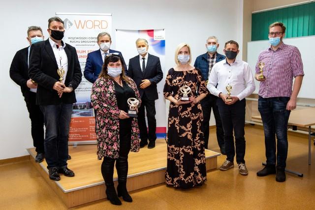 """Laureaci konkursu """"Instruktor Roku 2020"""" i """"Ośrodek Roku 2020"""" w toruńskim Wojewódzkim Ośrodku Ruchu Drogowego"""
