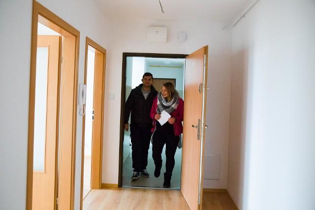 Mieszkania towarzystwa budownictwa społecznego cieszą się sporym zainteresowaniem, ponieważ najemcy wpłacają 30 procent wartości rynkowej nieruchomości i mieszkają, jak na swoim. BGK przyzna kredyty m.in. na tego rodzaju inwestycje.
