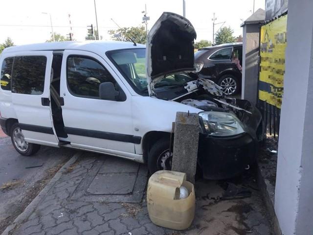 W Janikowie zderzyły się dwa pojazdy - skoda oraz peugeot