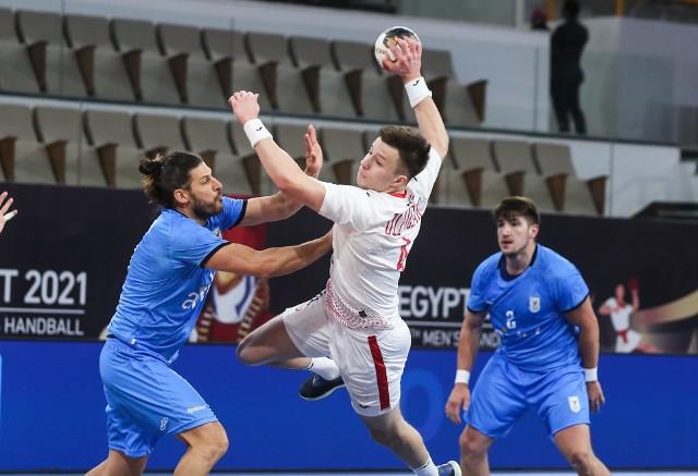 Polacy pokonali Urugwaj. Na zdjęciu Michał Olejniczak.