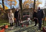 Posprzątano grób i złożono kwiaty. W Kielcach oddano hołd Stefanowi Artwińskiemu [ZDJĘCIA]