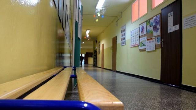 Zespół Szkół nr 5 w Rybniku Niedobczycach znalazł się w ogniu krytyki po tym, jak transseksualny uczeń odszedł z placówki