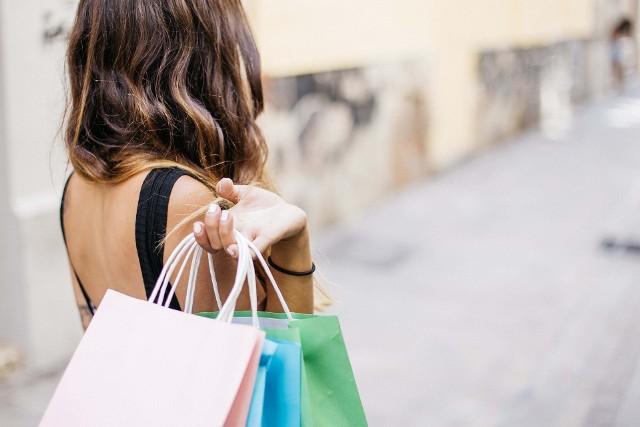 Które ubrania i akcesoria warto kupić podczas Black Friday w sklepie modivo.pl? Sprawdź najatrakcyjniejsze oferty!