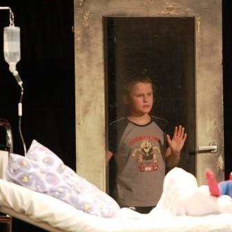 """Aktorzy Teatru """"Lolek"""" najwięcej radości czerpią z pomocy potrzebującym."""