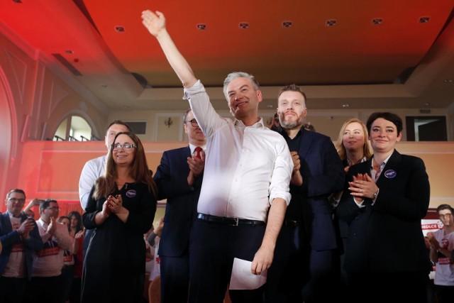 Wybory prezydenckie 2020. Robert Biedroń w przeddzień Dnia Kobiet zaproponuje ustawę o aborcji