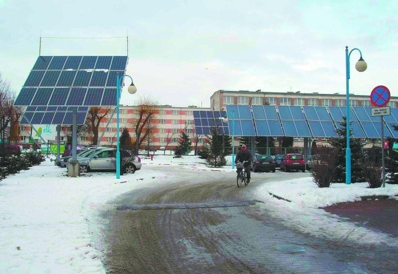 Energia słoneczna z kolektorów ustawionych wokół ełckiego parku wodnego będzie wykorzystywana m.in. do podgrzewania wody w basenie i pod prysznicami.