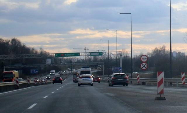 Na nowej DK 94 w Sosnowcu stoją ograniczenia prędkości do 50 km/h. To wciąż jeszcze jest plac budowyZobacz kolejne zdjęcia. Przesuwaj zdjęcia w prawo - naciśnij strzałkę lub przycisk NASTĘPNE